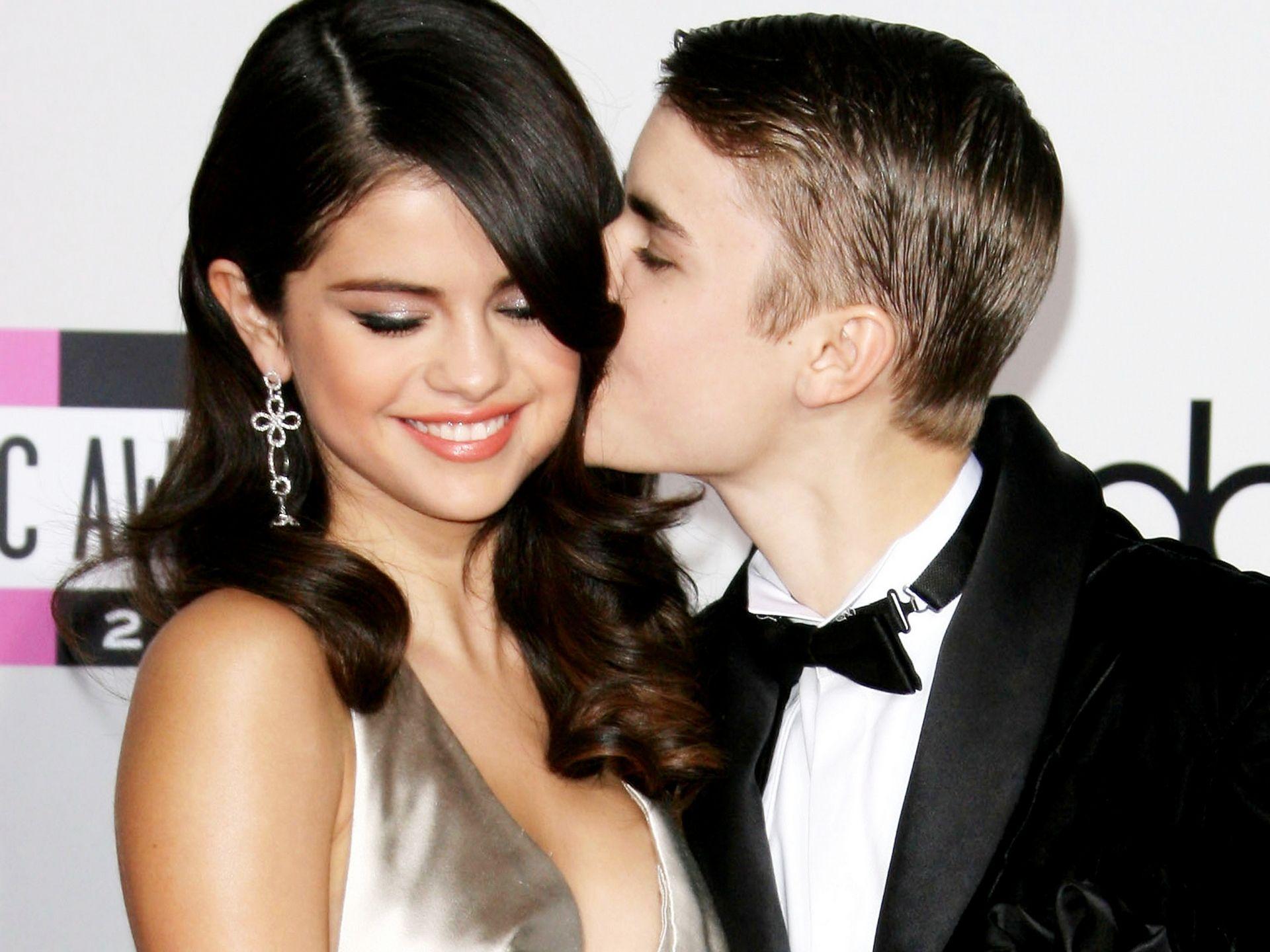 Justin Bieber And Selena Gomez Wallpaper Free Justin Bieber And Selena Selena Gomez Kiss Justin Selena