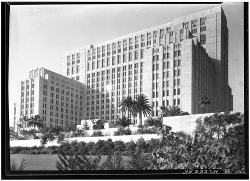 That S Pretty Epic Losangelespast The Monumental Art Deco Tower Of The Los Angeles County G Hospital Architecture Art Deco Architecture Los Angeles History