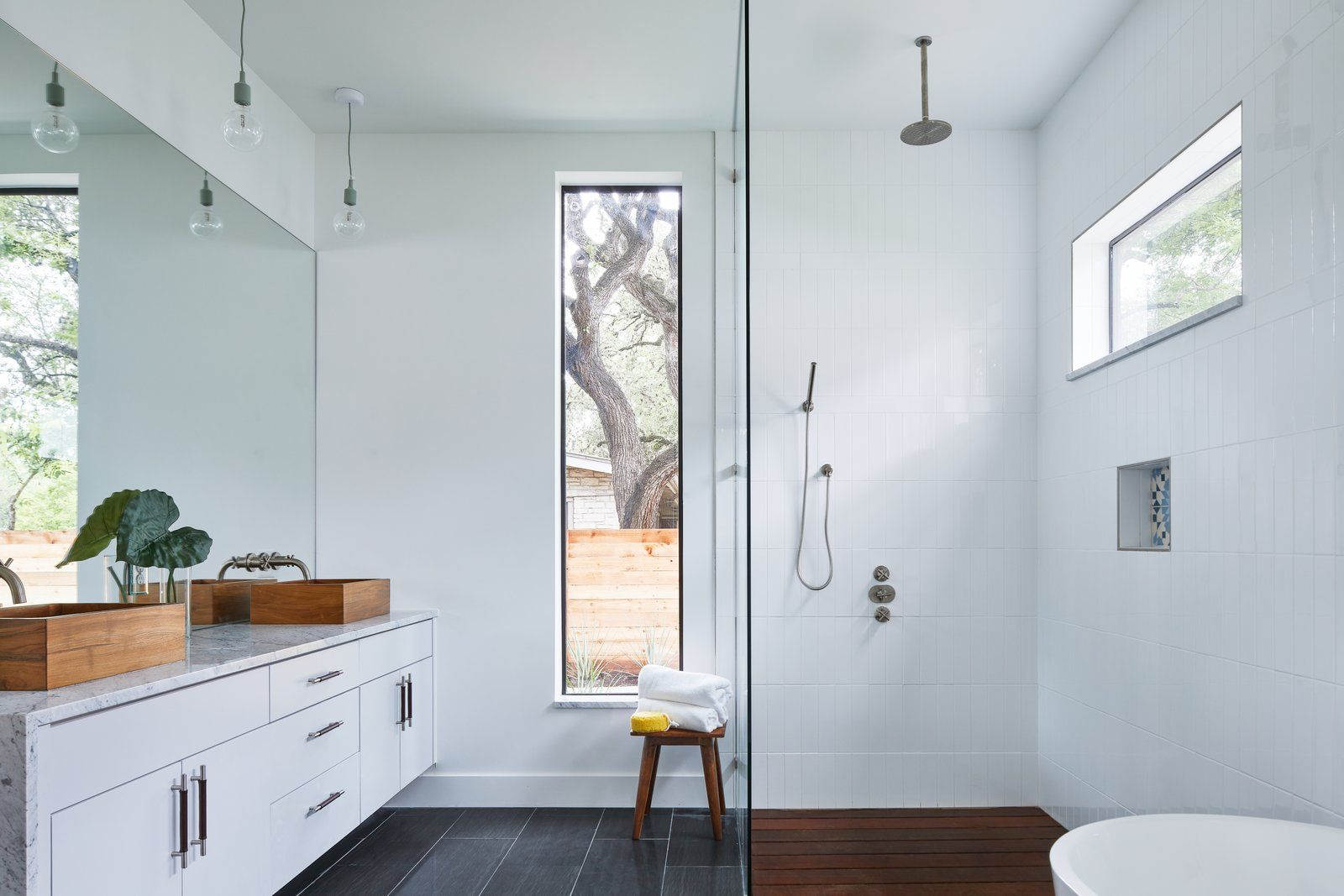 5 Homes With Soothing Modern Bathrooms