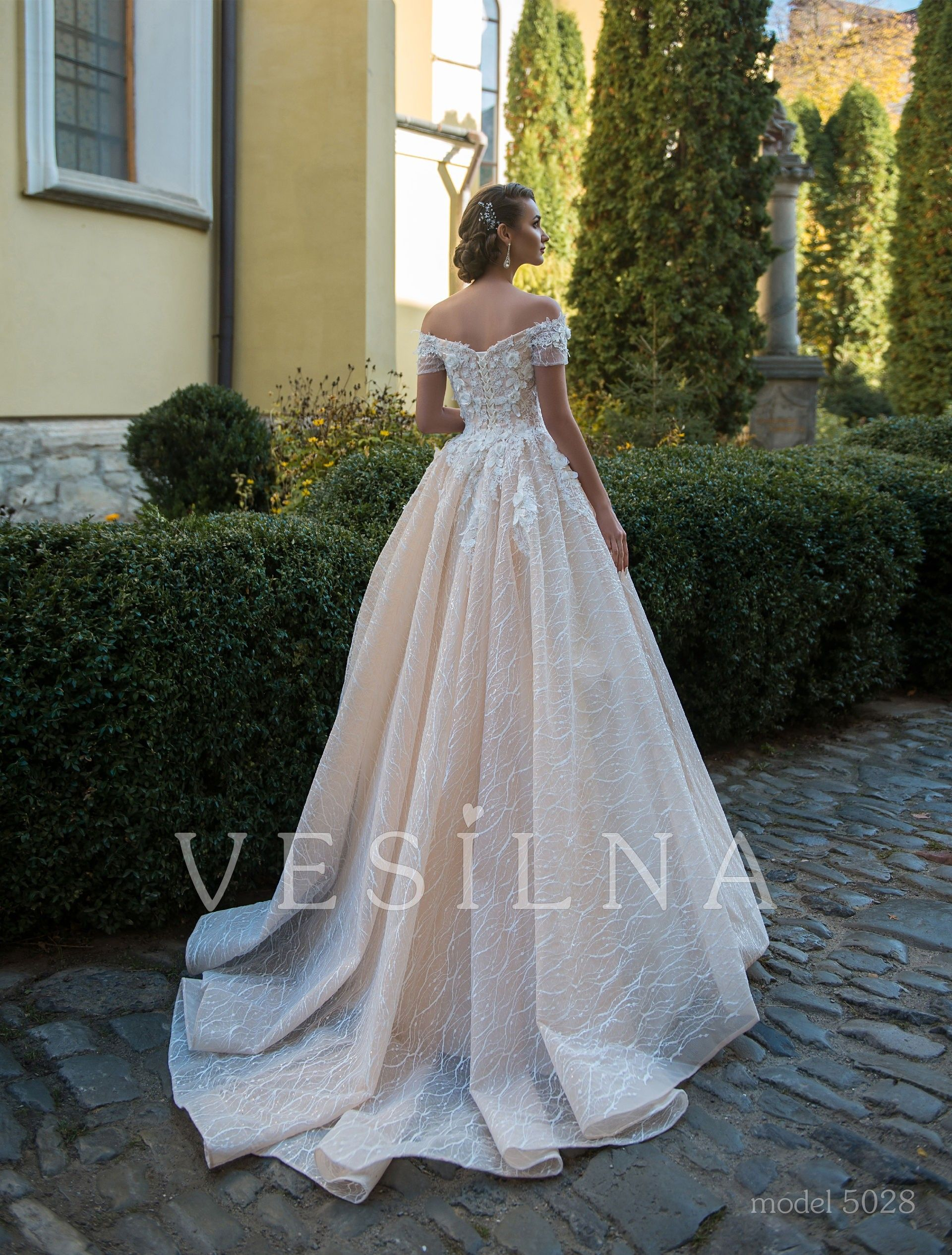 """Collection """"Flower on the stone"""" Wedding dress, model"""