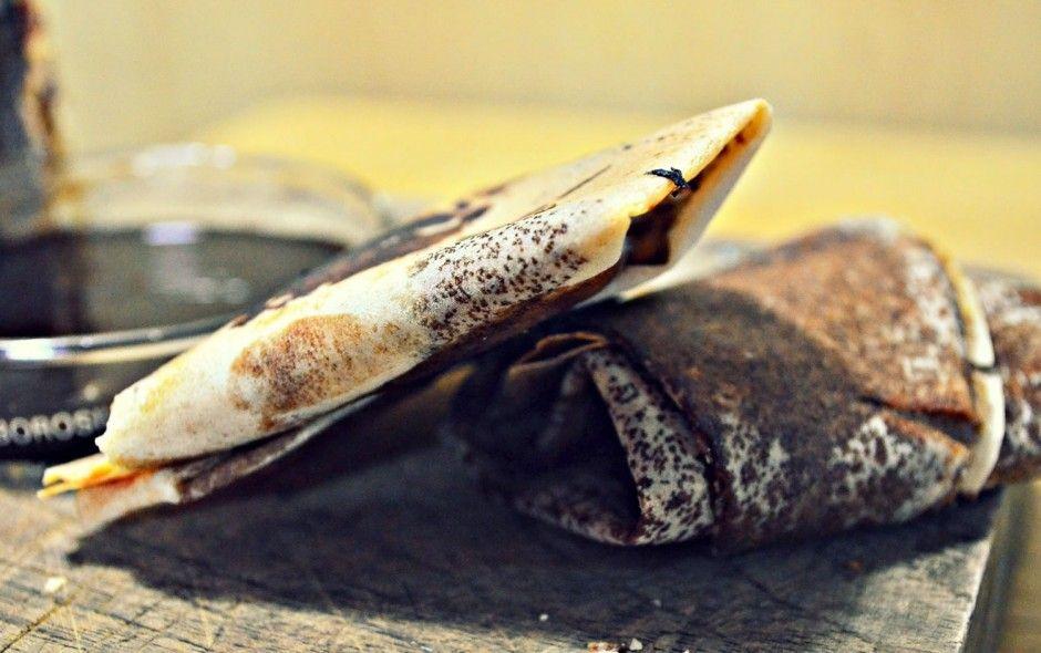 ¿Samosas dulces? Sí. Las samosas como postre y rellenas de chocolate. La canela y el cardamomo hace que este postre sea especial. Las Samosas de chocolate son una gran idea, muy fáciles de hacer y te van a encantar.