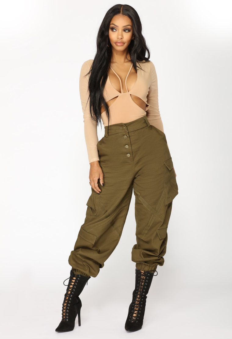 Sexy cargo pants with back flap