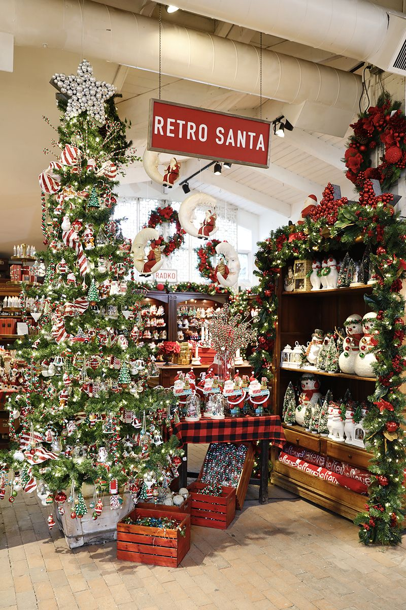 83e5476e800a9ee44081edefb0b7db33 - When Does Rogers Gardens Decorated For Christmas
