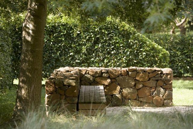 idée-aménagement-paysager-muret-pierre-sans-mortier-banc ...