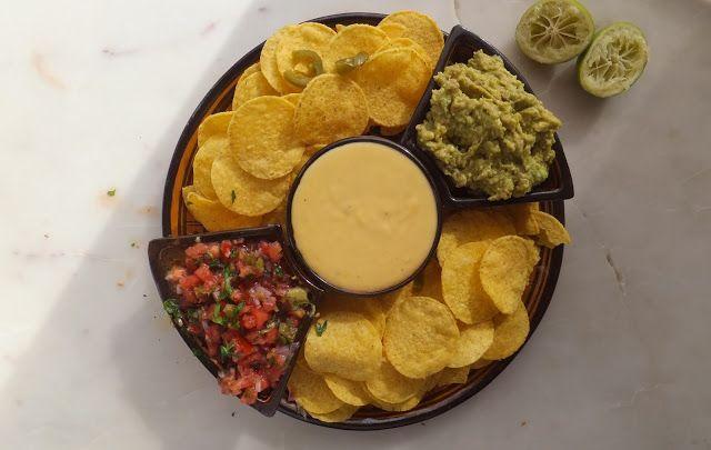 El restaurante del fin del mundo: Ándale Ignacio póngame unos nachos con todas sus salsas