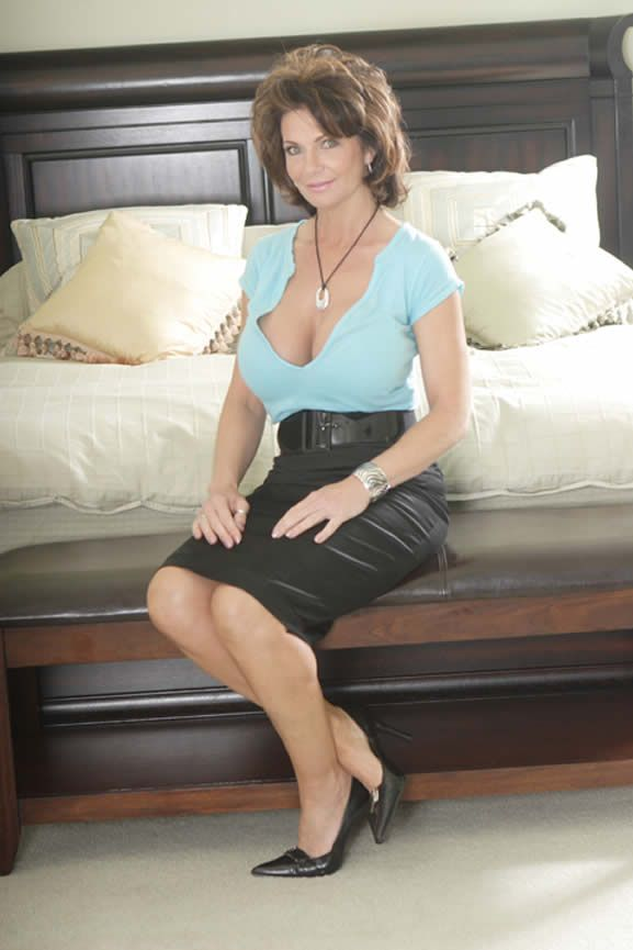 Deauxma Mature Blonde 64