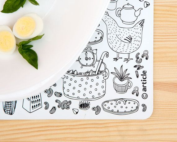 Table mat/pad black and white print on durable plastic for your stylish kitchen