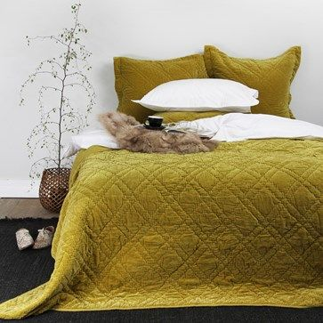 chartreuse bed sheets