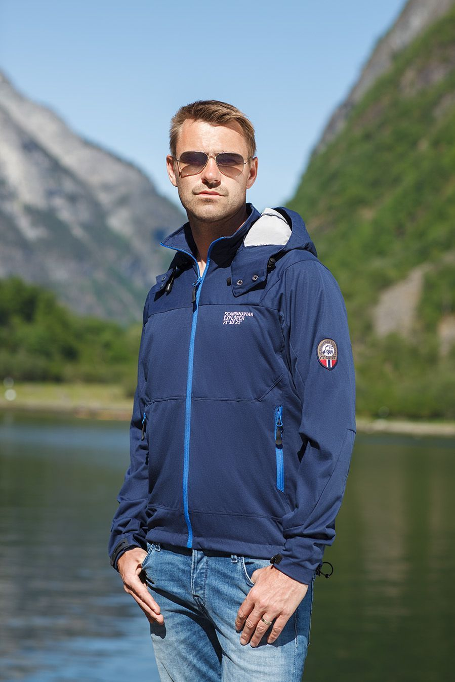 This Classic Navy Shell Jacket By Scandinavian Explorer Is A Great Choice For Outdoor Activities Get Yours In Our Webshop Mallofnorway Com
