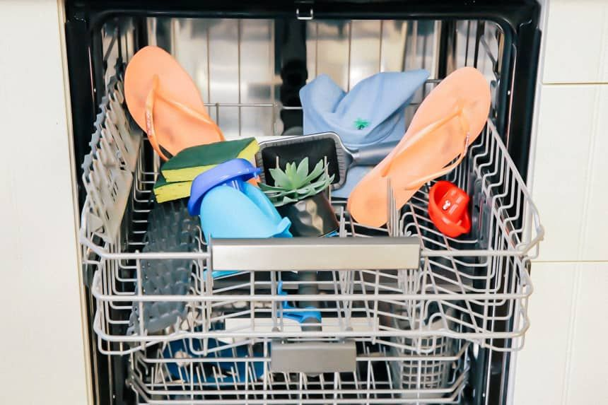20 Surprising Things You Can Clean In The Dishwasher Cleaning Hacks Clean Dishwasher Kitchen Cleaning Hacks