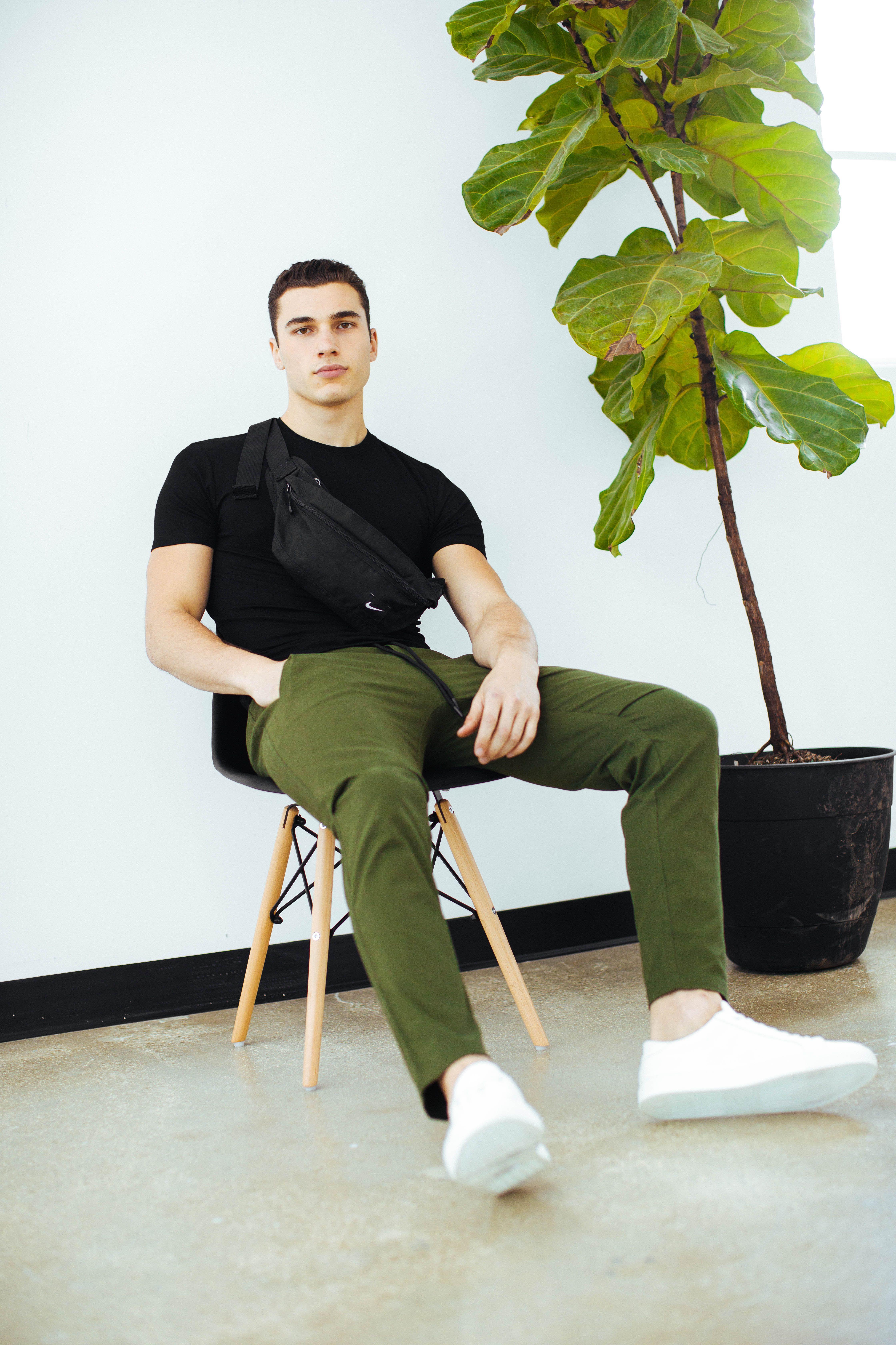 Esntls Men Photoshoot Khaki Pants Fashion [ 6720 x 4480 Pixel ]