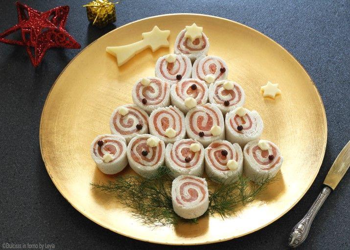 Antipasti Di Natale Misti.Albero Di Natale Di Tartine Al Salmone Antipasto Di Natale Idee Alimentari Ricette Antipasti Di Natale