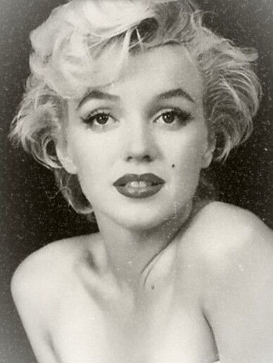 Marilyn MonroeHave This In Black And White On Canvas With Red
