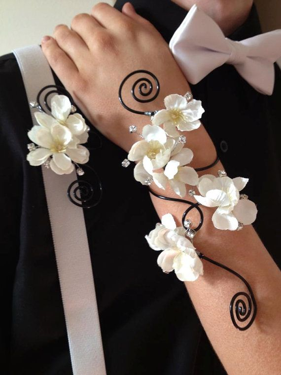 Items similar to Custom Corsage & Boutonniere Set for Prom, Homecoming or Wedding on Etsy