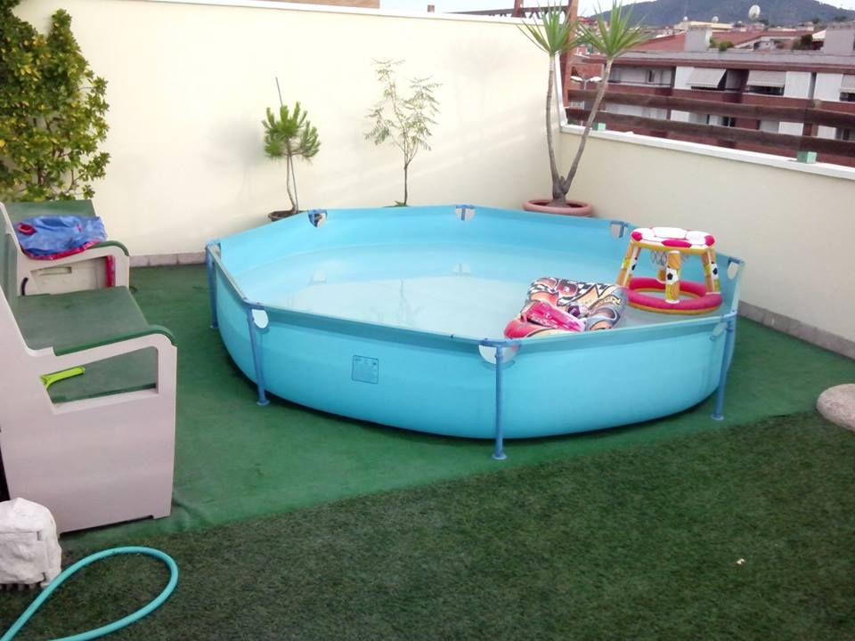 Tarima de madera en piscina de pl stico comunidad leroy for Piscinas super baratas