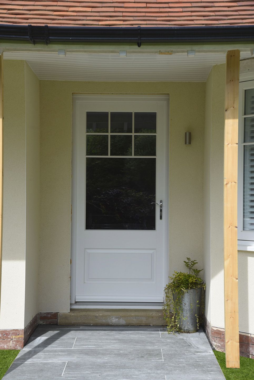 Bardwell Style Entrance Door Finished In White With T Bar Glazing