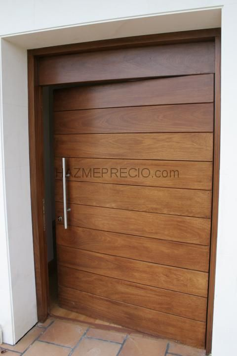 Puerta exterior iroko puertas pinterest for Puertas de entrada de madera modernas