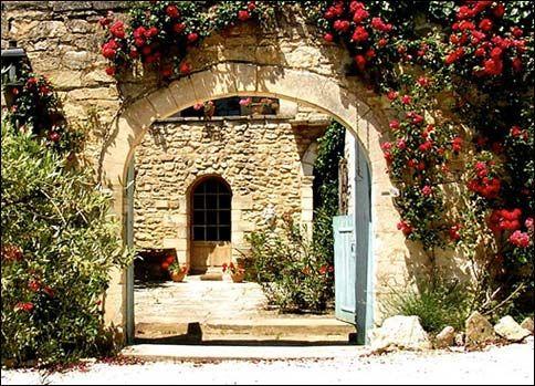 Menerbes, Provence Holiday Rental House With Pool - Mas de la Lavande   www.theluberon.com