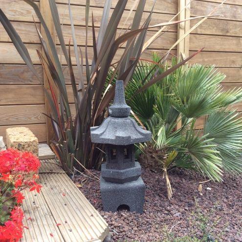 Lanterne japonaise en pierre de lave 52 cm osaka - Deco japonaise jardin ...