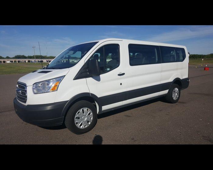 15 Passenger Vans For Sale >> Pin By Laketra Middleton On Vans 15 Passenger Van Trucks