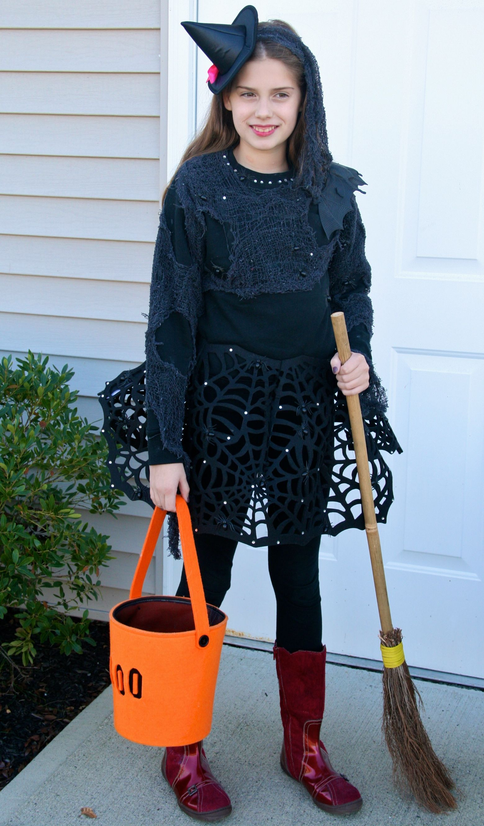 Instructions to DIY witch Halloween costume. I like the spider web ...