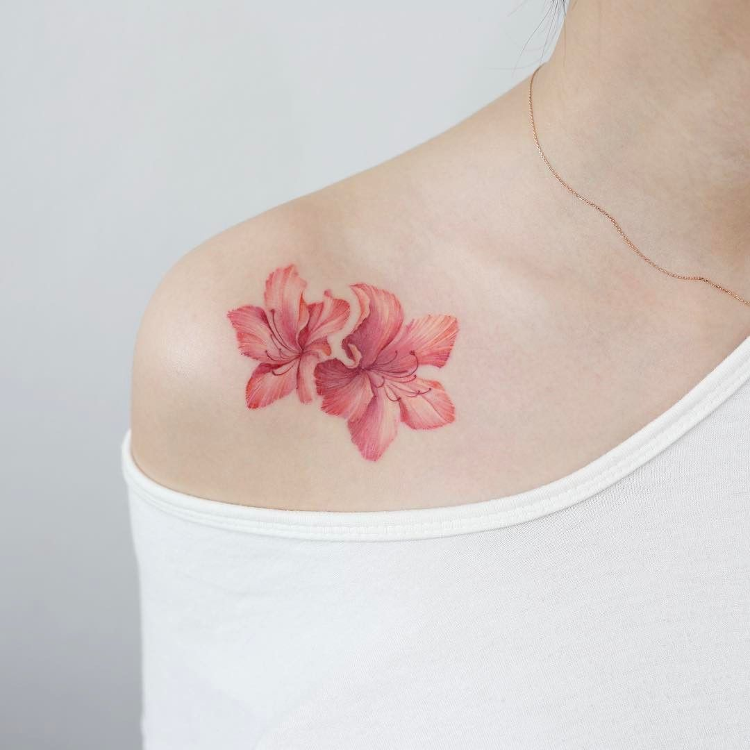 korean style flowers shoulder tattoo design by tattooist doy