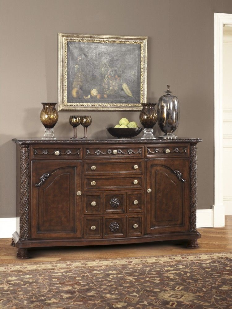 Marvelous North Shore   Dining Room Server