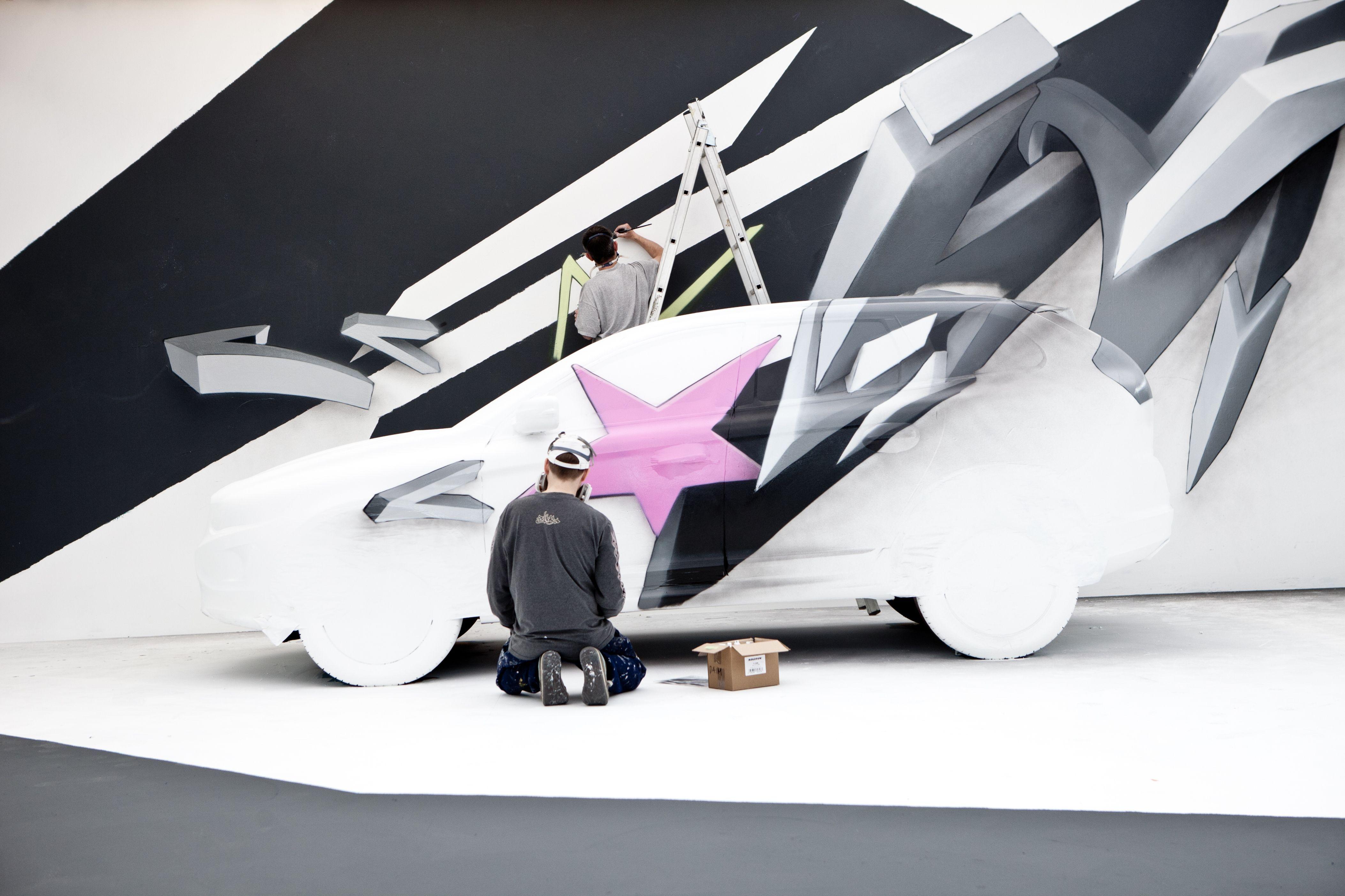 Volvo Art Session 2013. För tredje året i rad anordnades Volvo Art Session vid centralstationen i Zürich. Uppdraget till konstnärerna var att ge en ny #VolvoXC60 nytt utseende. Något de verkligen lyckades med. Eller hur? #VolvoArt