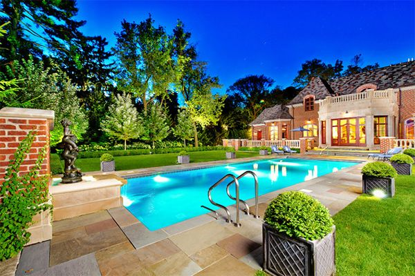 20 Breathtaking Ideas For A Swimming Pool Garden Vertical Garden Design Pool Landscape Design Backyard Landscaping Designs