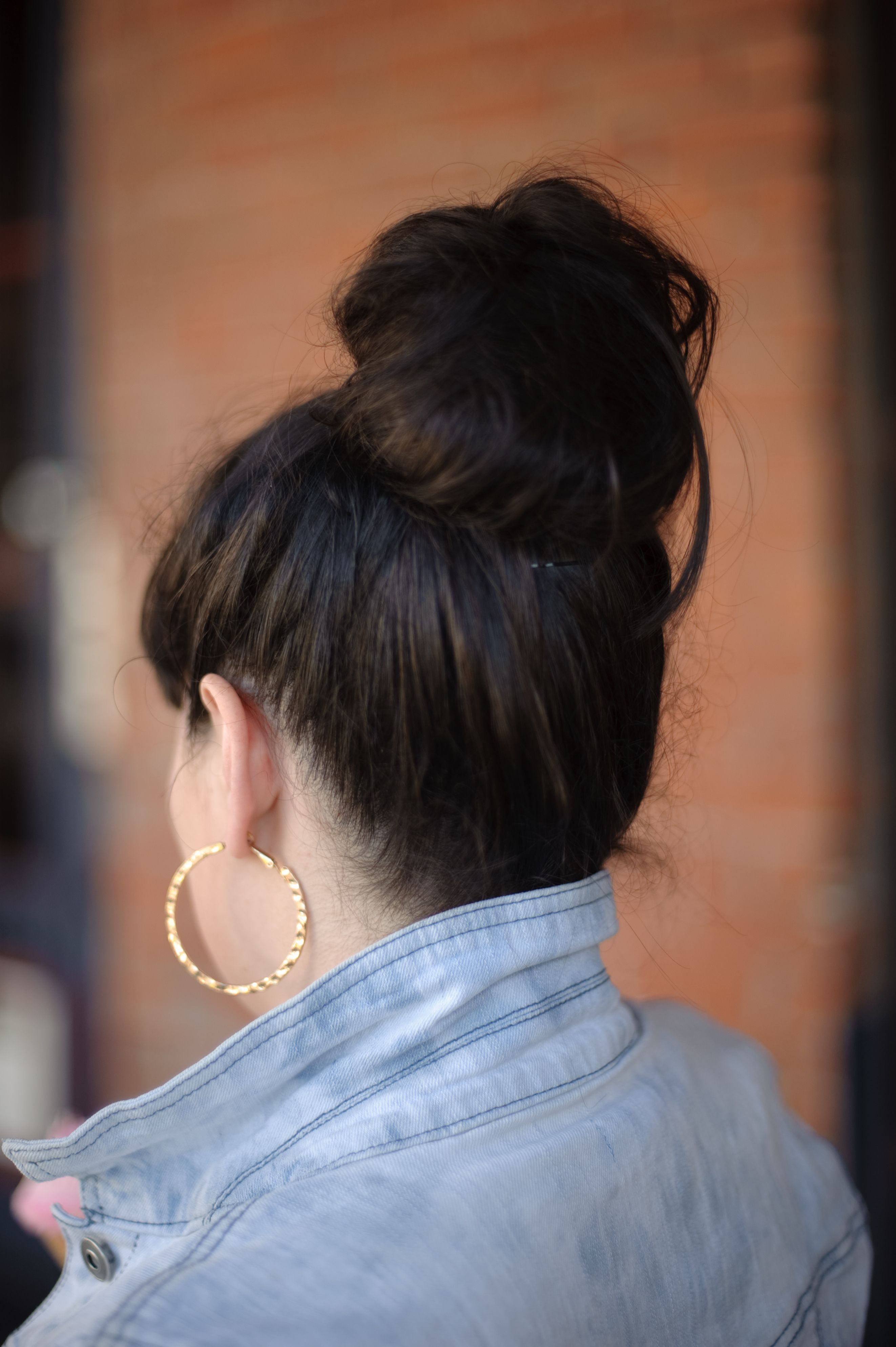 Color Blocking Maxi Dress Jean Jacket Best Friends For Frosting Messy Hairstyles Messy Bun Hairstyles Bun Hairstyles