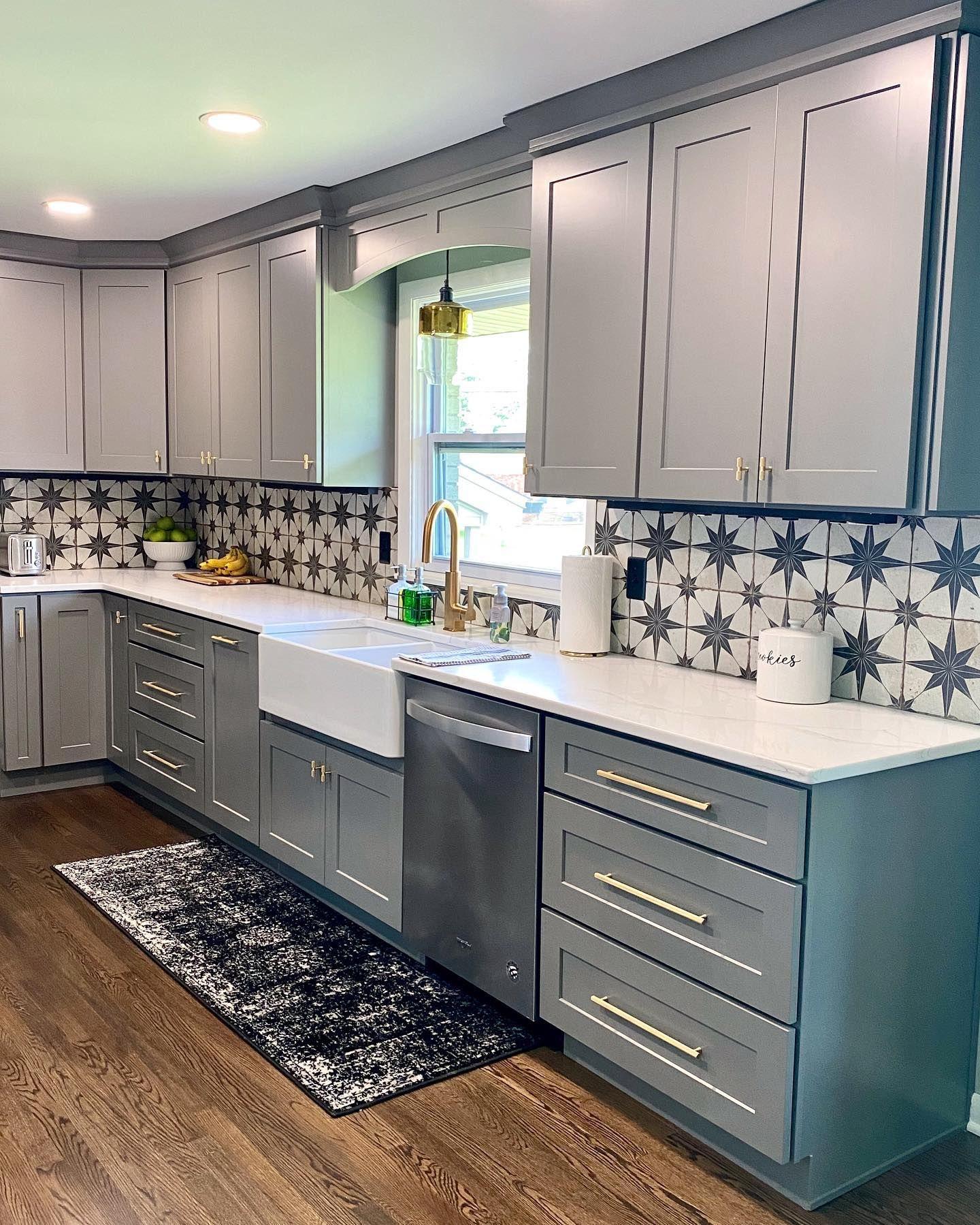 Best Quartz Countertops Colors For Your Kitchen In 2020 Kitchen Cabinet Design Kitchen Design White Kitchen Design
