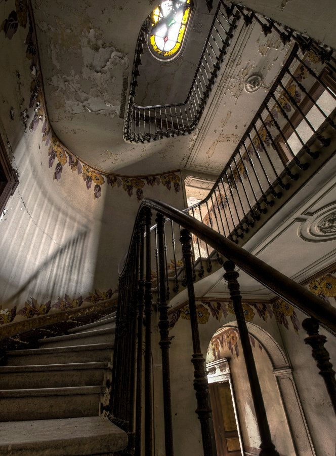 Best Stairs Stairway Staircase Swirl Curve Old History 400 x 300