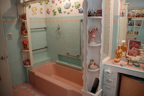 Photo of Amazing pink and blue 1953 bathroom –