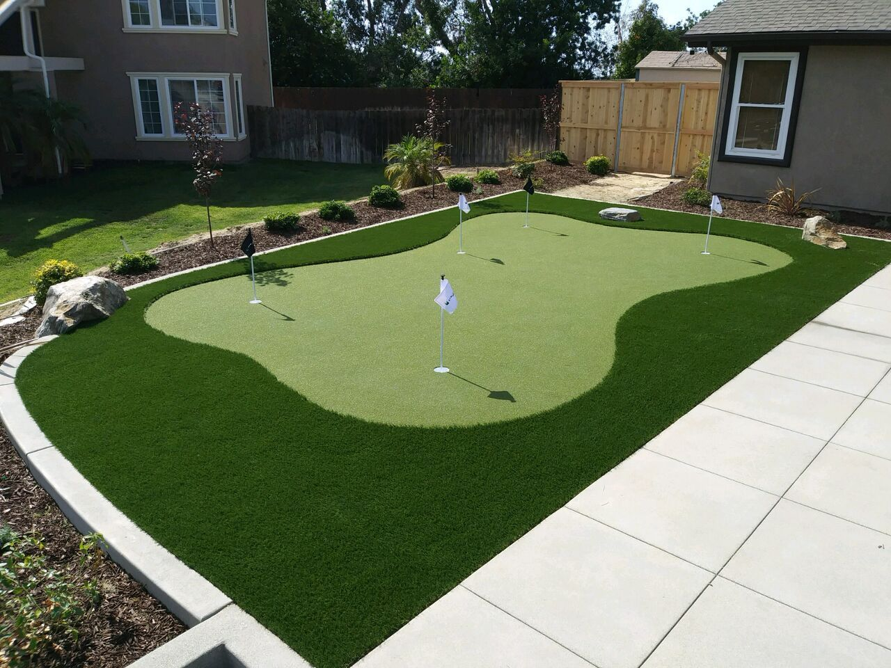 Urban Putting Green Front Yard Putting Green Artificial Grass Turf Backyard Ideas Turf Install Turf Backyard Artificial Grass Backyard Green Backyard