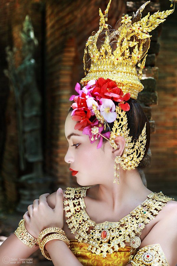 Thai women and Thai Traditional dress .