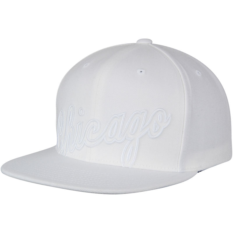 0a5a90be194 Chicago Bulls Mitchell   Ness Hardwood Classics Cropped XL Logo Snapback  Adjustable Hat - White