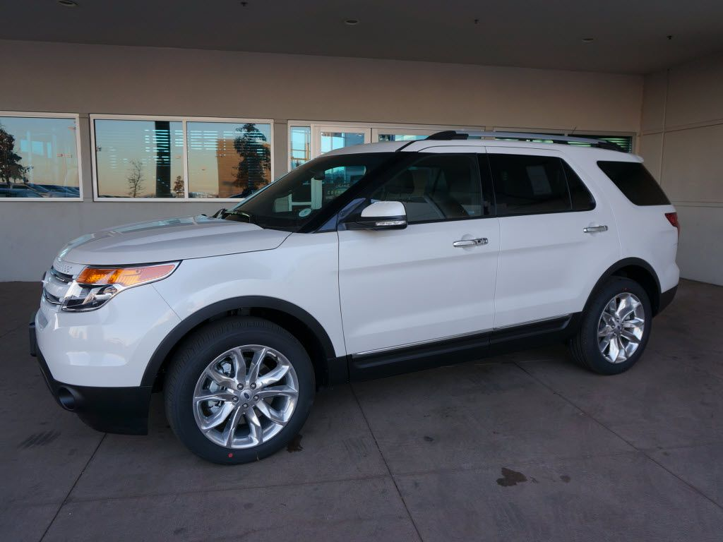 2015 Ford Explorer Limited 4X4. Ready for a day in the