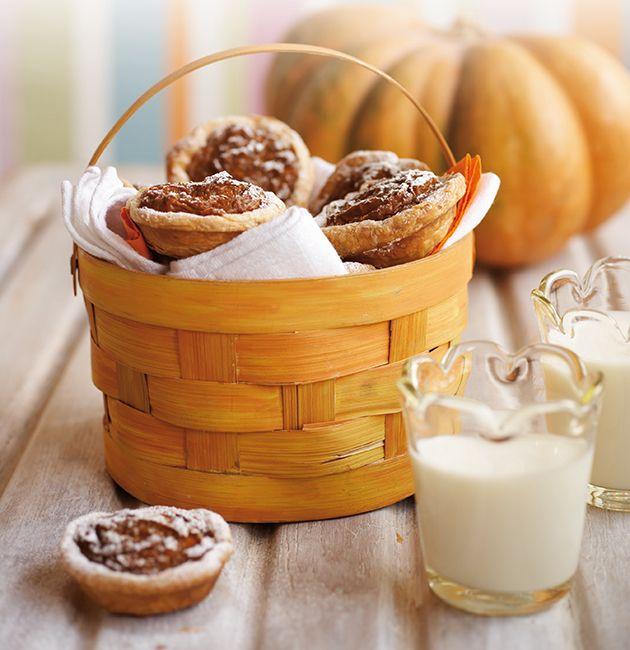Halloween recipe Mini Pumpkin Pies Mini pumpkin pies, Mini - halloween baked goods ideas
