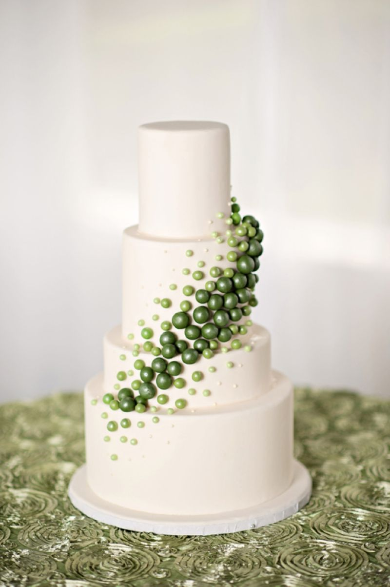 Modern Circle-Inspired Green & White Wedding Inspiration | Pinterest ...