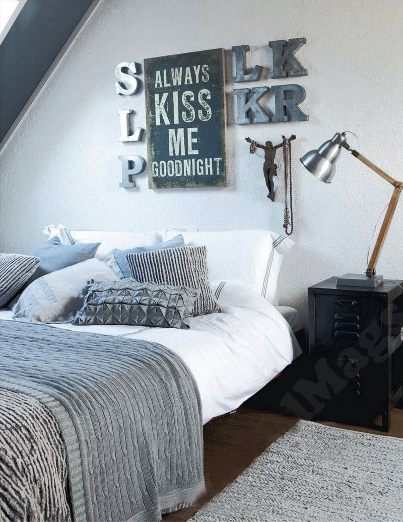 Blues & blackds done right...Living room interior decor dark walls eclectic modern organic bedroom