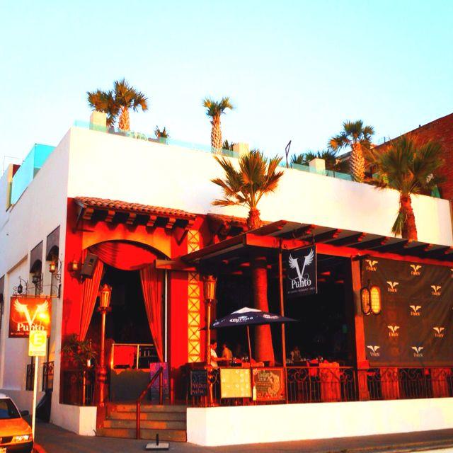 Punto V, uno de los mejores club's nocturnos de #PuertoValllarta, en el malecón / Punto V, one of the best night clubs in #PuertoVallarta at the Malecon.