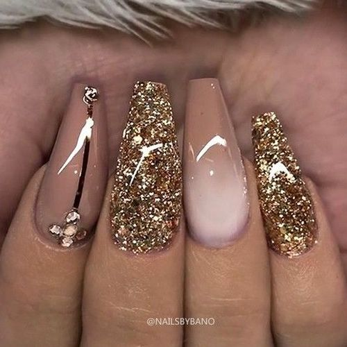 22 Nails That Feature Glitter Because Why Not #promthings