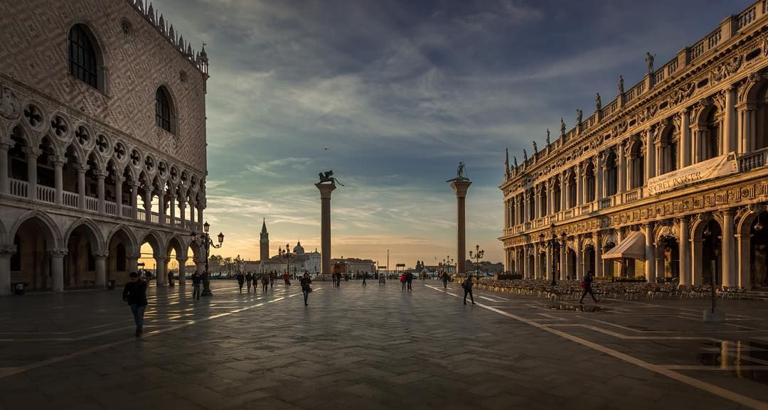 Piazzetta San Marco  #igworldclub #igs_europe #igersitalia #wanderlust #picture_to_keep #picoftheday #photooftheday #igersvenezia #venezia #venice #Italy #italia #cities #street #urbano #trip #travelling #instatraveling #igtravel #travelpics