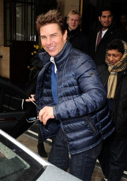 Tom Cruise - Tom Cruise Heads Out for the Day