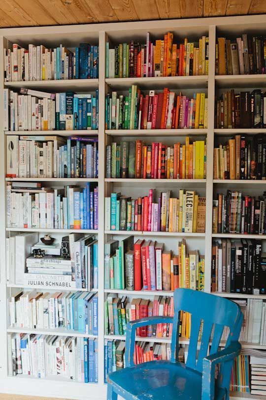 Books Organized By Color Way More Aesthetic My Kind Of Organization