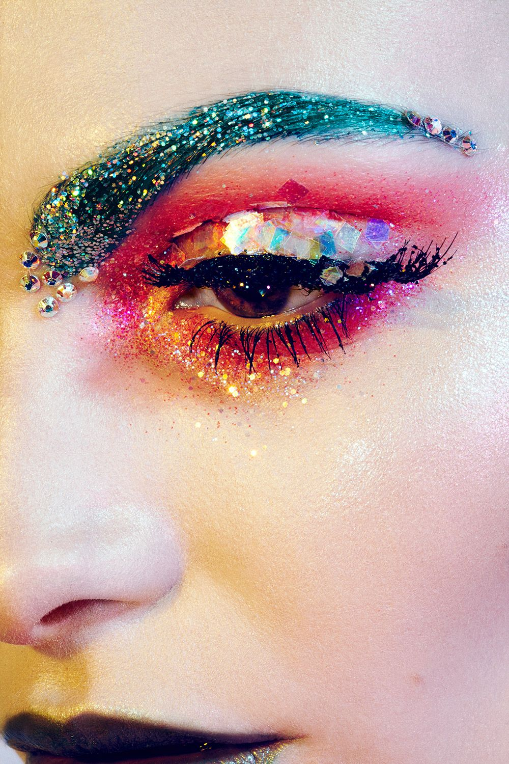 Sparkle shine glitter hair and makeup feathers shimmer - Makeup Ideas