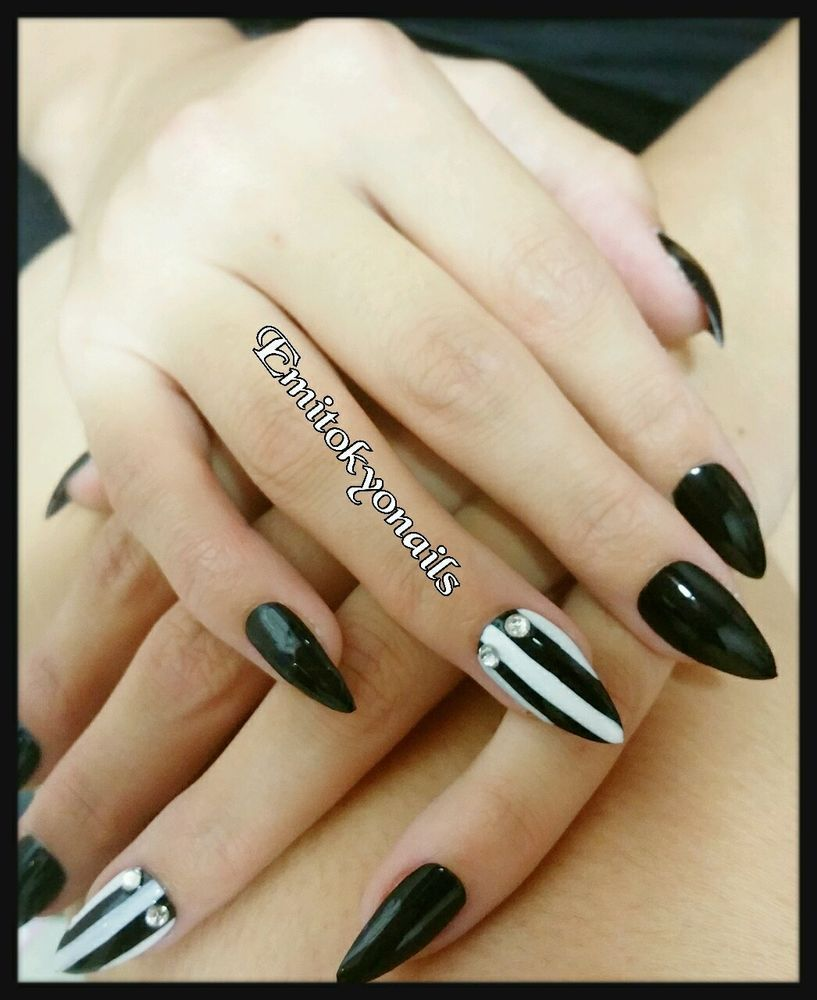 Christmas Nails On Black Hands: 20 Hand Painted Full Cover False Nails Stiletto Black