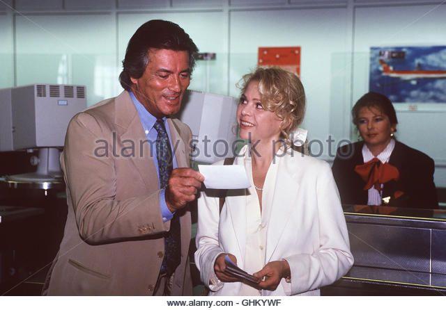 Jean-Claude Valentine (PIERRE BRICE), hier mit Dr, Rohrbach(JULIA KENT) sieht sich endlich dem Mann gegenüber, den er für den Tod seiner Frau und seines Sohnes verantwortlich macht... 39520 , 05ACKARDKLI - Stock Image