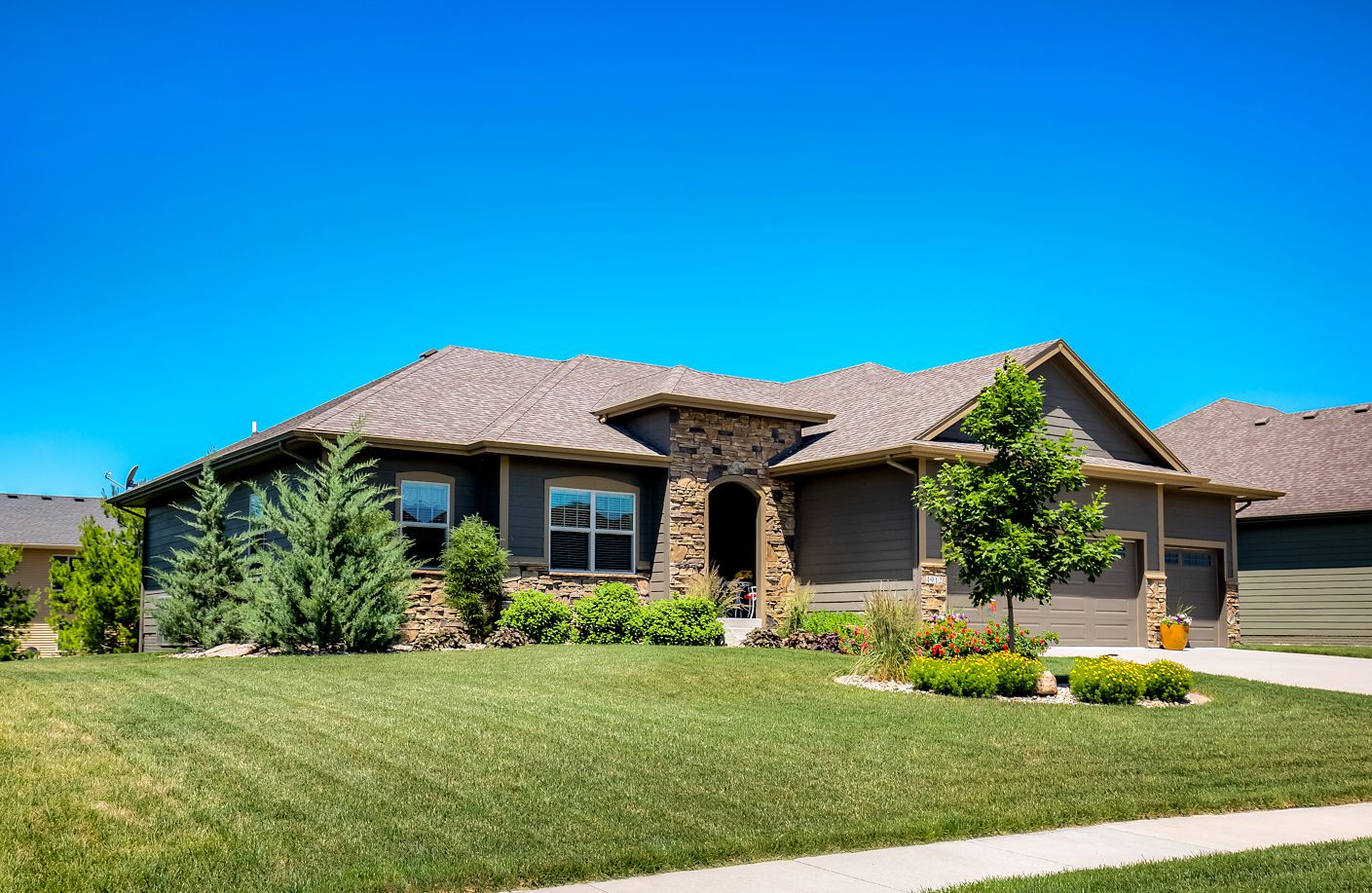 Sold 4912 Ne Rio Drive Ankeny Iowa 50021 Residential Air Conditioning Custom Cabinetry House Prices