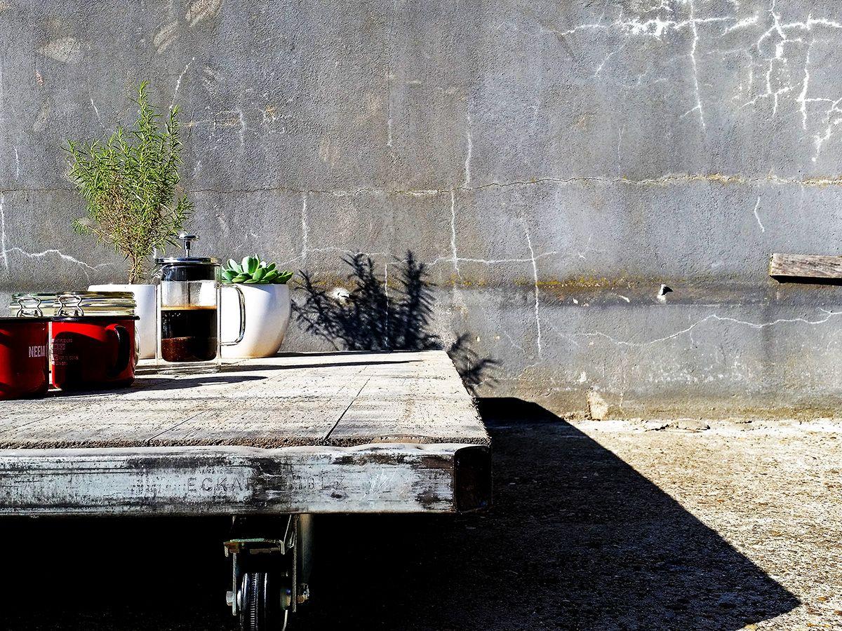 Deze stijlvolle salontafel is door het minimalistische design